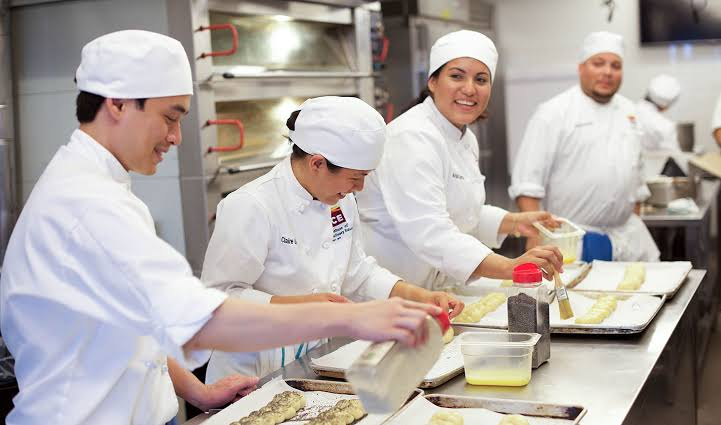Certificate In Bakery Patisserie in Delhi by Edu Brain Academy
